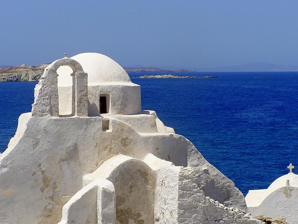 Church_of_Paraportiani,_Mykonos(1)